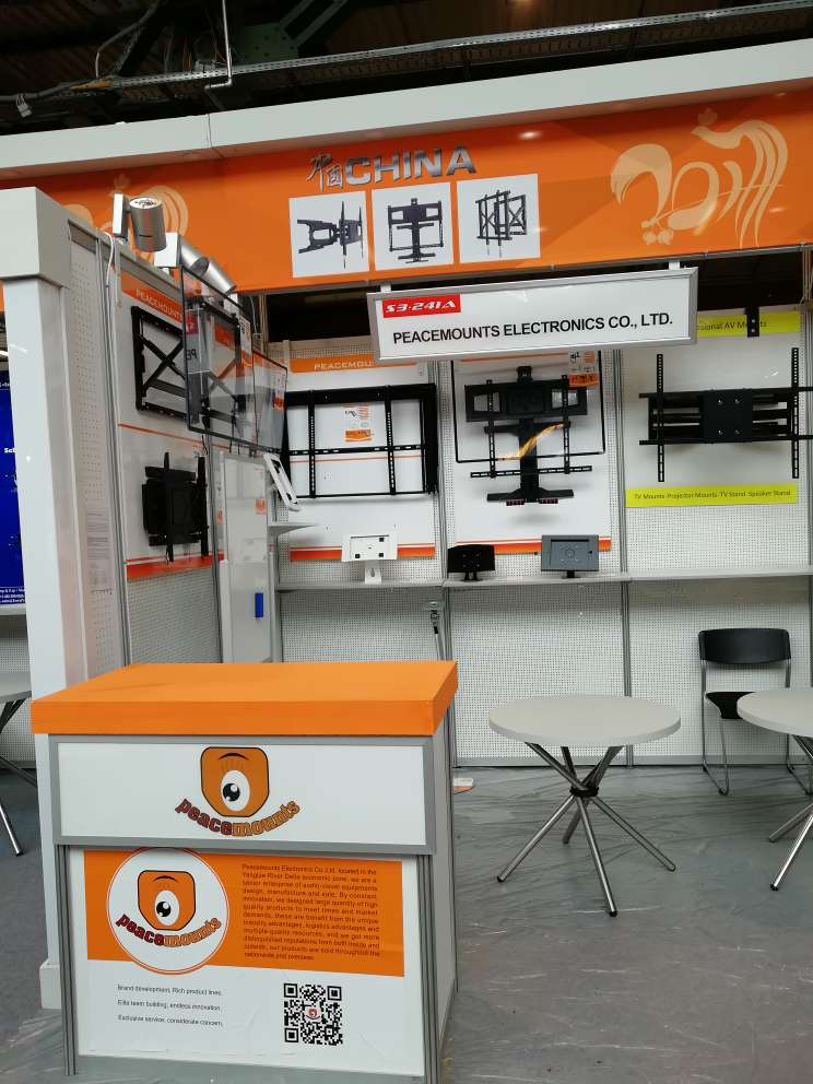PEACEMOUNTS are setting up the booth before the exhibition-IFA